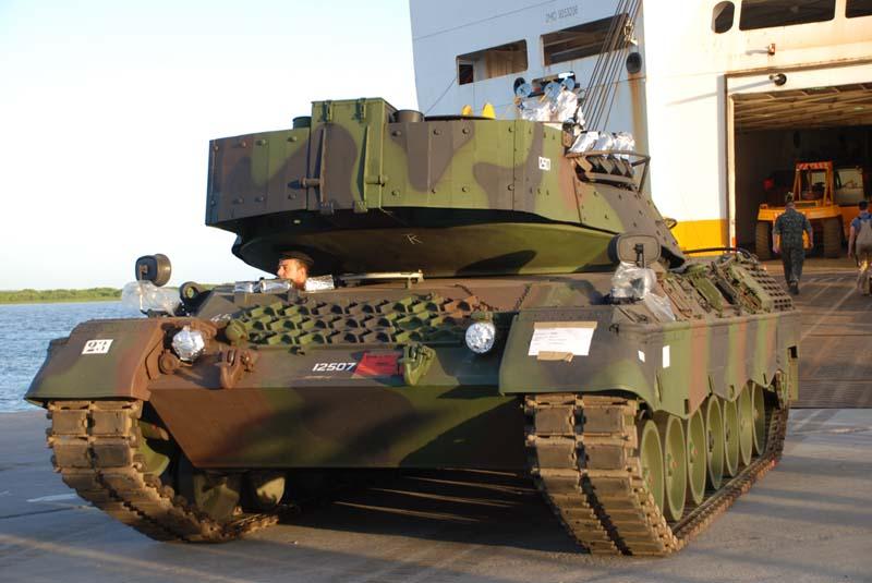 http://www.forte.jor.br/wp-content/uploads/2009/12/Desembarque-Leopard-1A5-foto-gde-3-CMS-via-defesanet.jpg