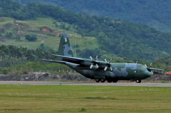 C-130 FAB transportando FNS