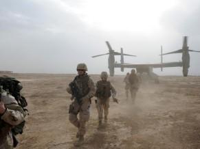 fuzileiros desembarcam de V-22 Osprey - foto USN