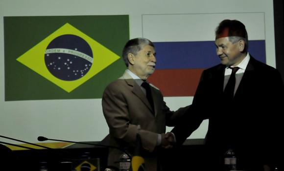 Amorim e Shoigu em reunião em Brasília - foto Ministério da Defesa