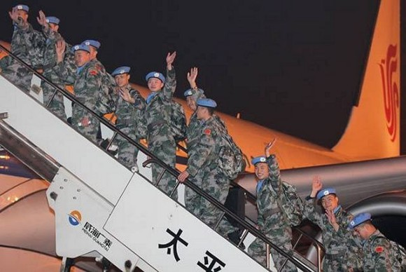 Chinese_peacekeeping_troops_board_a_plane_to_join_UN_Mission_in_Mali_640_001