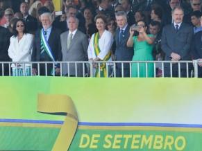 A presidenta Dilma Rousseff participa do desfile do 7 de setembro, na Esplanada dos Ministérios, em Brasília (Antonio Cruz/Agência Brasil)