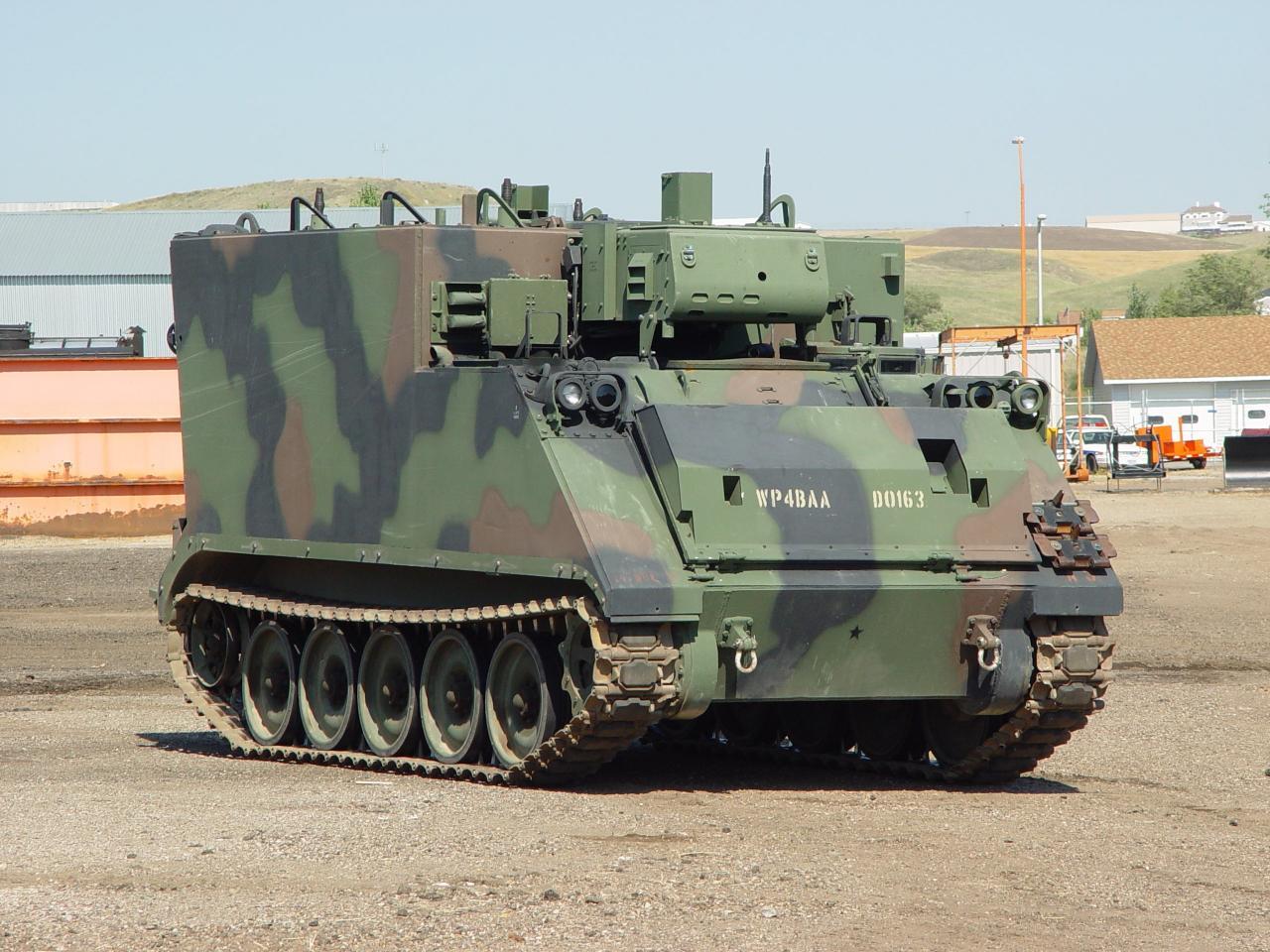 Resultado de imagem para blindados de comando M577A2
