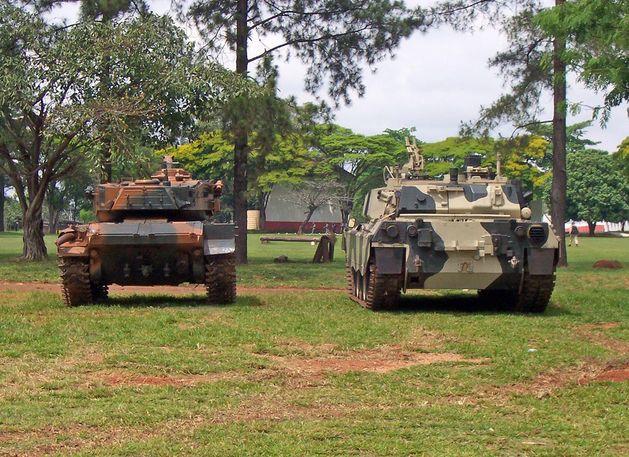 M-41 Caxias e protótipo do Osório em Pirassununga em setembro de 2009 - foto 4 Nunão