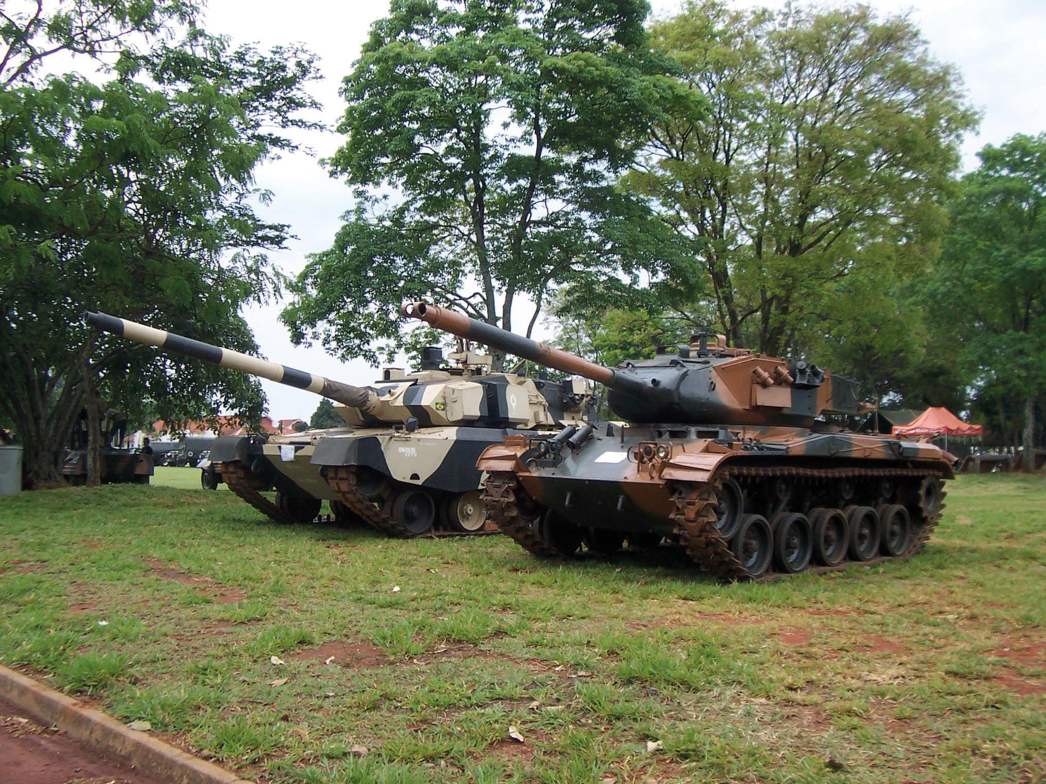M-41 Caxias e protótipo do Osório em Pirassununga em setembro de 2009 - foto Nunão