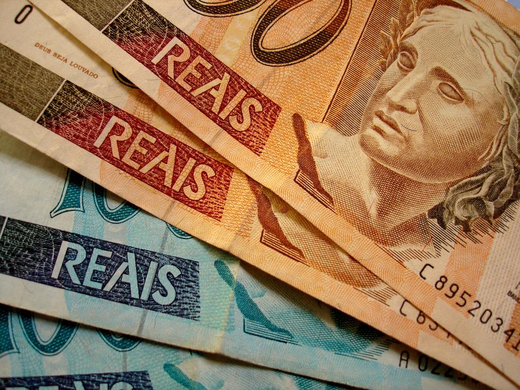 http://www.forte.jor.br/wp-content/uploads/2015/12/dinheiro-reais-real.jpg