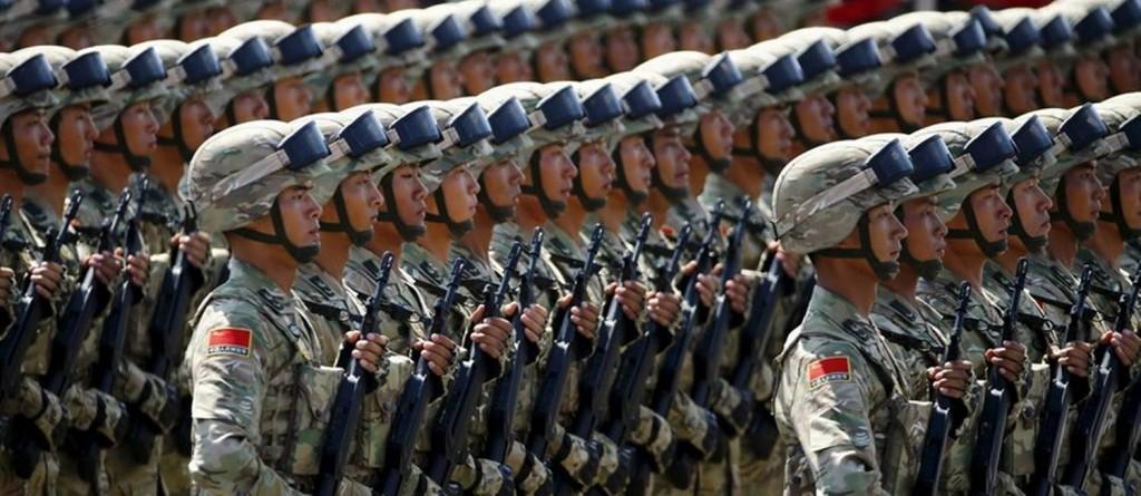 Tropas chinesas em desfile