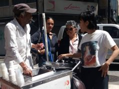 Antonio Mejia, vendedor de sorvetes e eleitor de Henri Falcón, se decepcionou com a baixa participação de eleitores - Foto Rodrigo Cavalheiro-Estadão