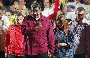 Nicolás Maduro comemora reeleição neste domingo (20) na Venezuela - Foto Ariana Cubillos - AP Photo