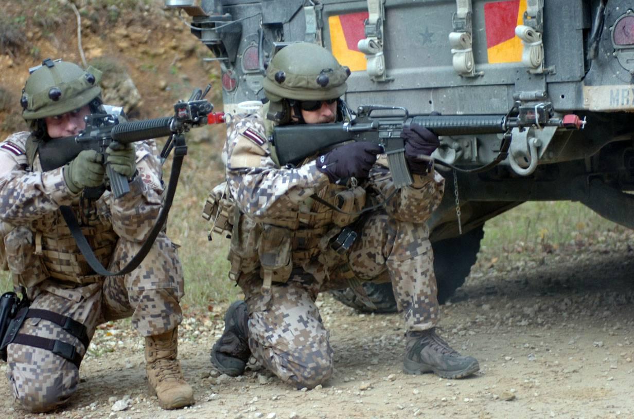 soldados da Letônia