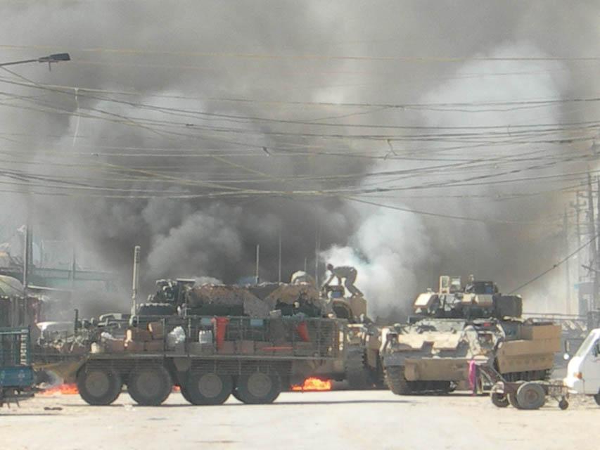 VBCI Bradley pega fogo com seus ocupantes ainda dentro