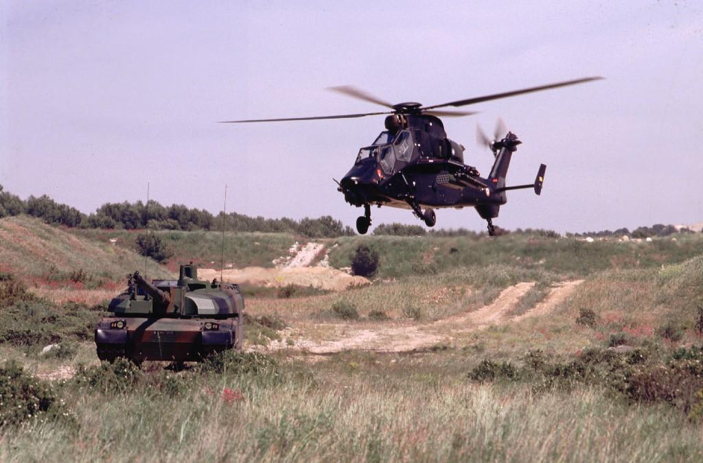 MBT Leclerc e helicóptero de ataque Tiger