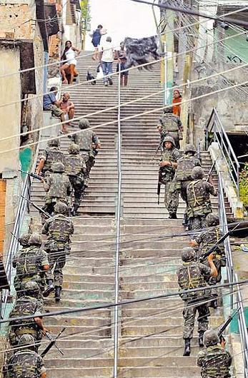 exercito em favela