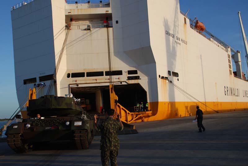 Desembarque Leopard 1A5 - foto gde CMS via defesanet