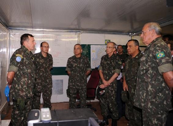 Ministro da Defesa e comandantes do Exército e da Marinha na chegada ao Haiti  - Roosewelt Pinheiro - Agência Brasil