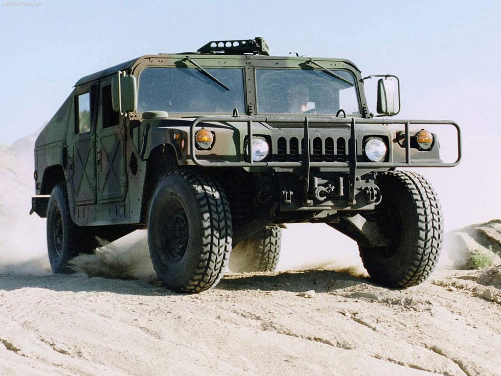 Hummer-Humvee