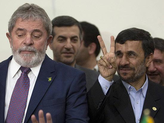 Lula e Ahmadinejad - foto Reuters via Folha online