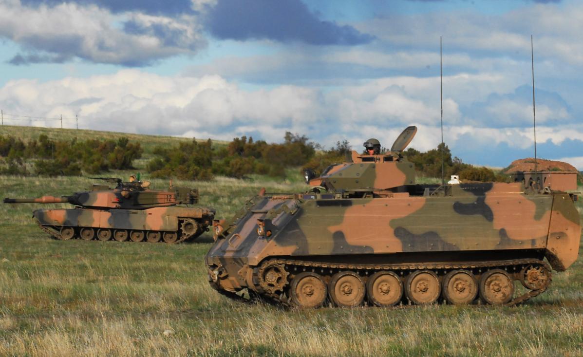 M113AS4 e Abrams M1A1 na Chong Ju- foto 3 MoD Australia