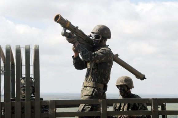Disparo do míssil Igla 1 - foto EB