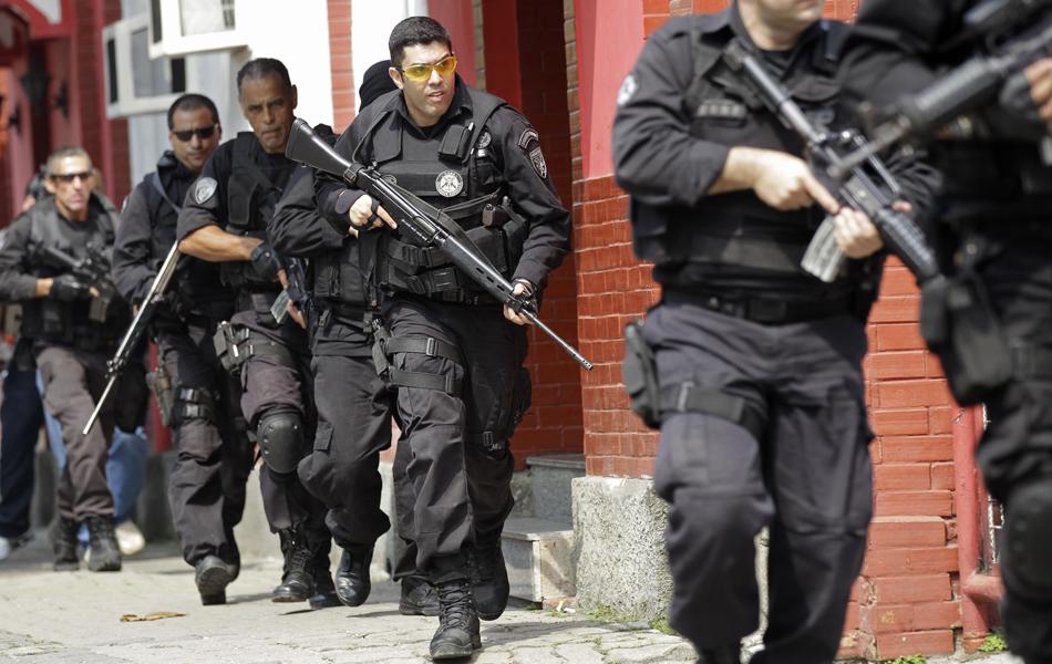 Policiais do BOPE na Vila Cruzeiro - foto Silvia Izquierdo - AP