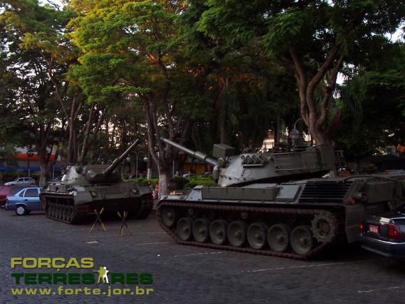 Leopard do 2RCC ainda em Pirassununga em junho de 2005 - foto 2 Nunão - Forças Terrestres