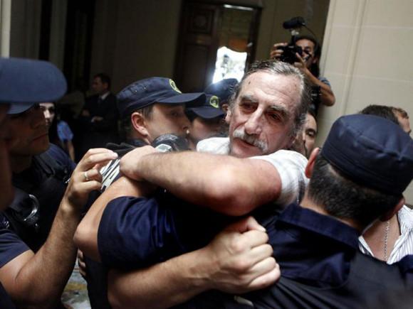 Jorge Zabalza, um dos fundadores dos tupamaros e o referente mais radical desse movimento, tenta ocupar a Corte de Justiça no Uruguai