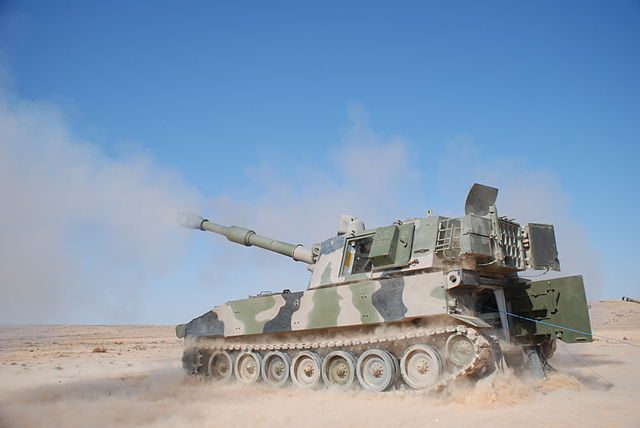 Moroccan_M109A5_howitzer,_2012-03