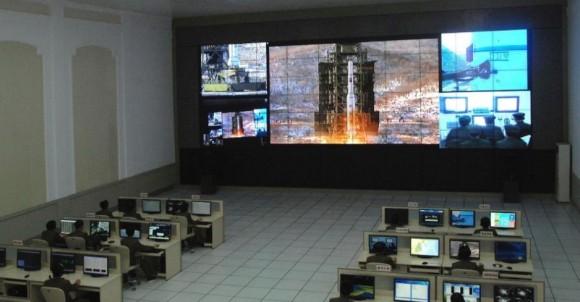 Lançamento foguete Unha 3 mostrado em centro espacial da Coreia do Norte - foto KCNA Reuters via Uol
