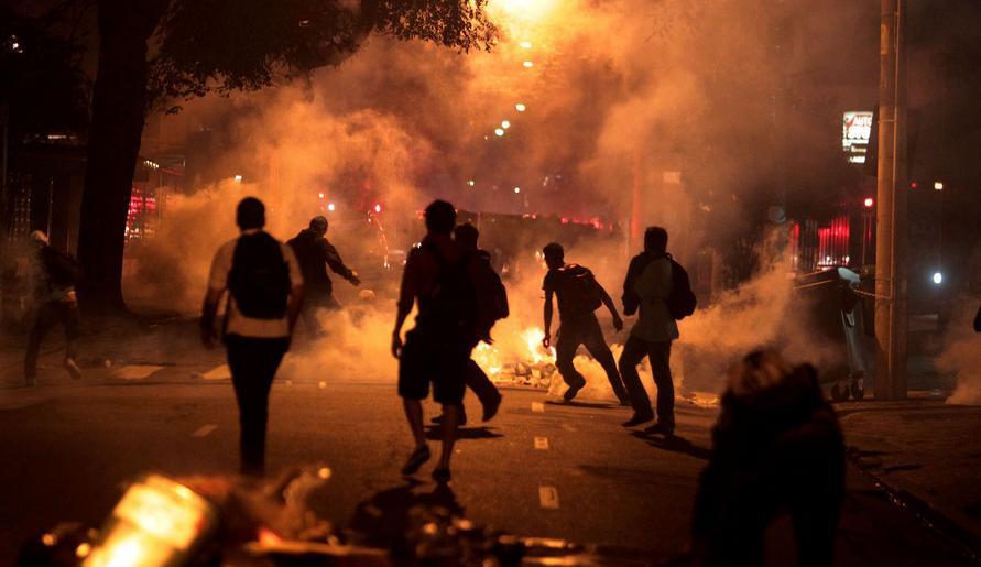 Enfrentamento manifestanes e PM-SP em  São Paulo em 13jun - foto 4 Estadao via G1
