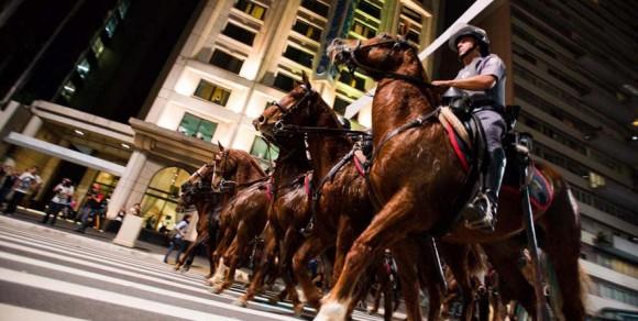 Enfrentamento manifestantes e PMSP em São Paulo - foto 2 Veja