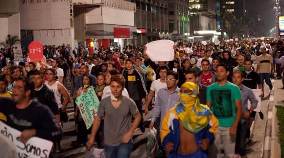 Manifestação pacífica na Av Paulista - foto via Uol