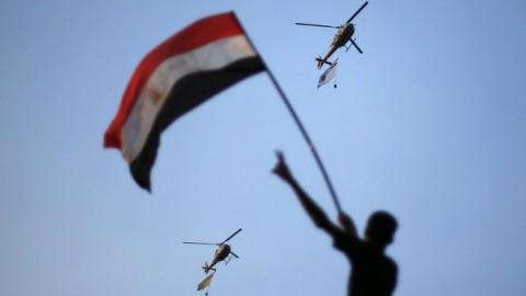 Egito-helicóptero-com-bandeira-480x270