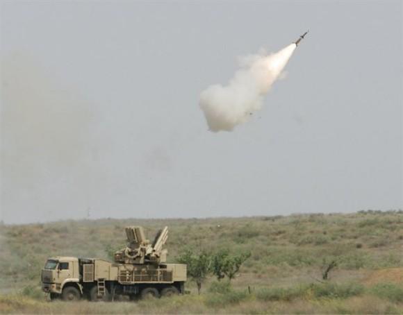 Pantsyr-S1_air_defense_missile_system_anti-aircraft_gun_sa-22_greyhound_Russia