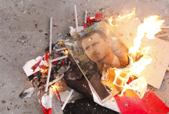pictures-of-syrias-president-bashar-al-assad-and-syrian-flags-burn-after-being-set-on-fire-by-free-syrian-army-fighters-in-ouwayjah-village-in-aleppo-ay_100003390