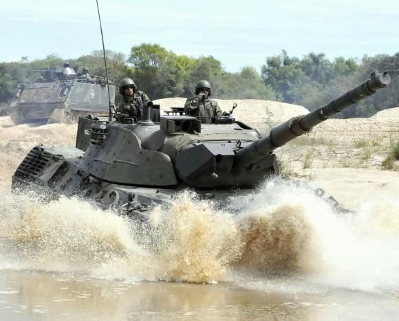 Exército Brasileiro Leopard e M113 - 2