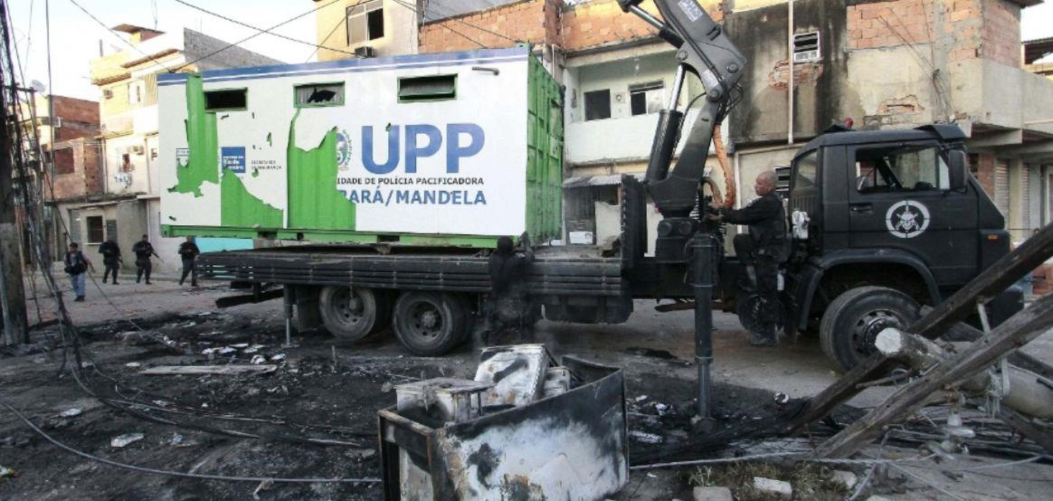 Ataque a UPP - manguinhos - foto le SilvaFutura PressEstadão Conteúdo