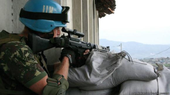 140601094458_militar_brasileiro_porto_principe_2006_624x351_luiskawagutiarquivopessoal