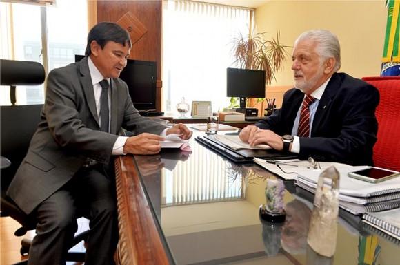 O governador Wellington Dias (PT) e o ministro da Defesa, Jacques Wagner