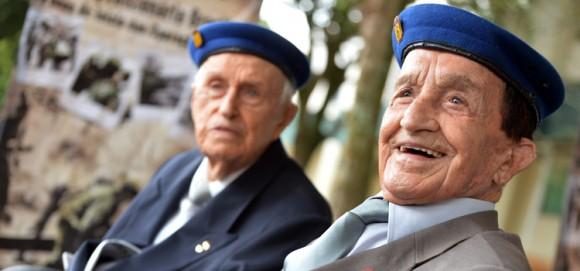 Coronel Nestor, 97, a frente, e Tenente-Coronel Vannutelli, 96 - heróis nacionais que participaram da épica vitória de Monte Castelo