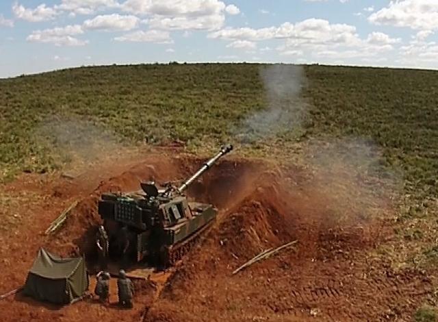 62543ab354998 16º Grupo de Artilharia de Campanha Autopropulsado – Operação Boina ...