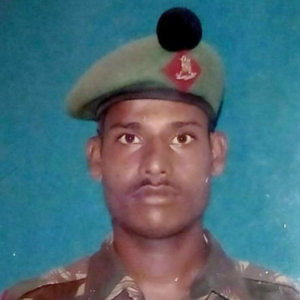 10fev2016---o-soldado-hanamanthappa-koppad-foi-encontrado-consciente-mas-desorientado