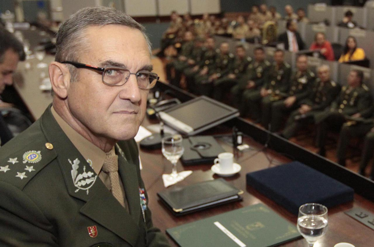 Comandante do Exército Brasileiro chama de  lamentável  clamor por ... 5c05307c230