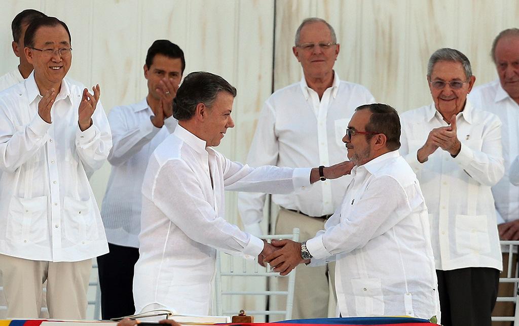 Juan Manuel Santos, presidente da Colômbia, e Rodrigo Londoño, chefe das Farc