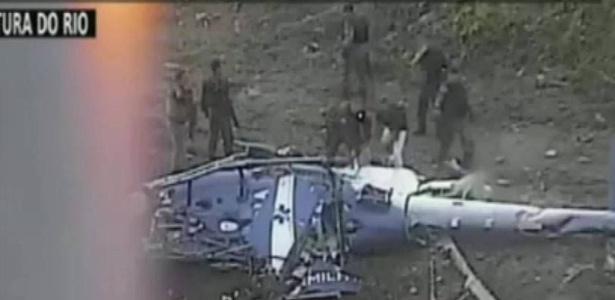 helicoptero-da-pm-e-derrubado-na-cidade-de-deus-rj