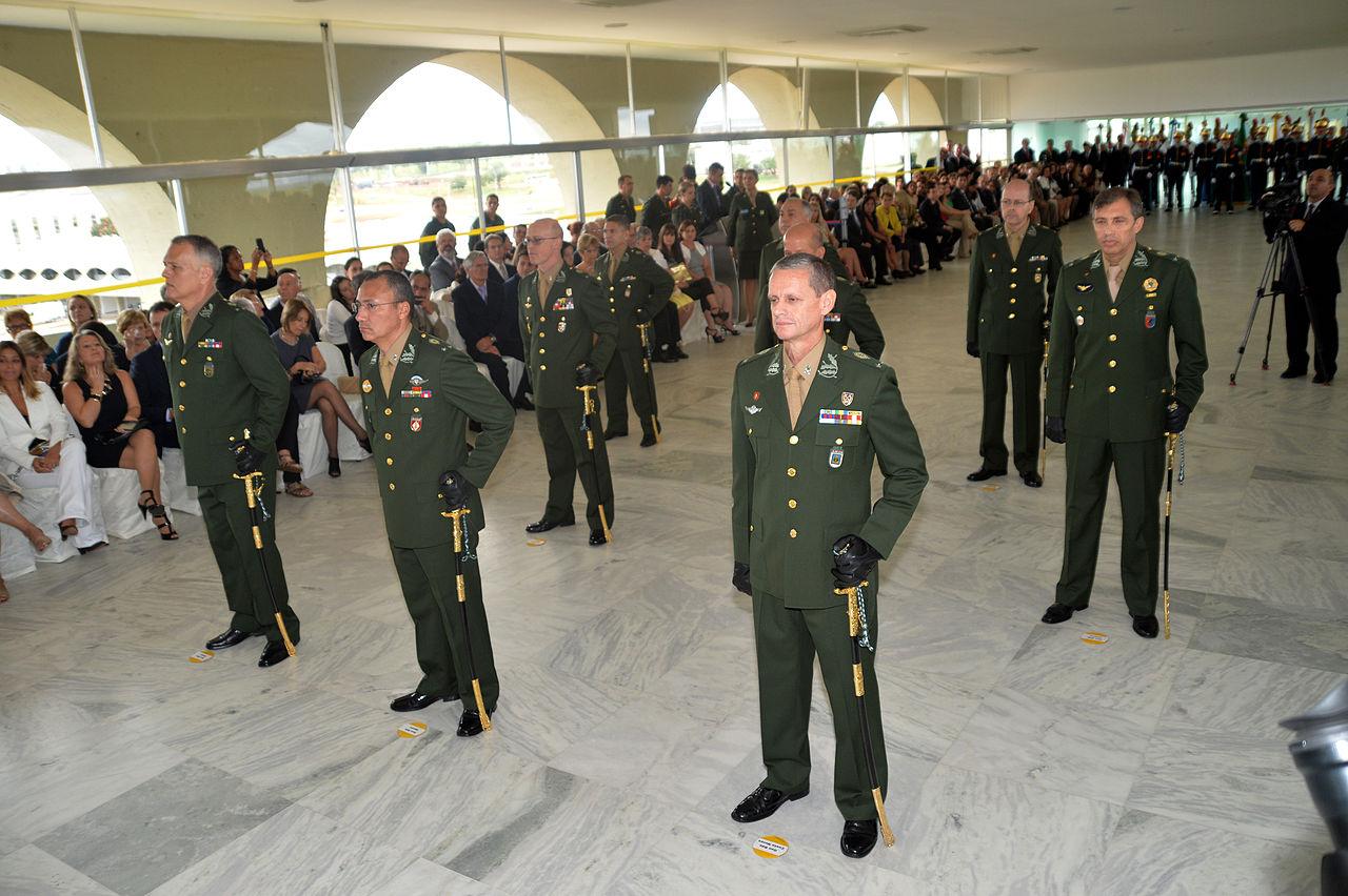 Governo corta sete generais do Exército para economizar R$ 2,3 milhões -  Forças Terrestres - ForTe