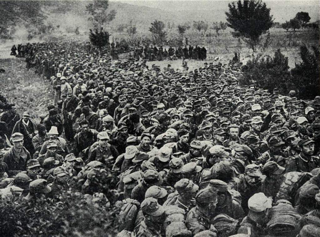 Soldados da 148ª Divisão de Infantaria Alemã feitos prisioneiros da FEB