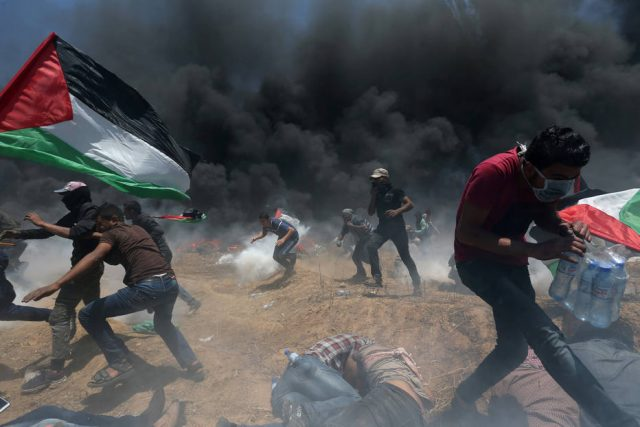 Dezenas de palestinos morreram vítimas de tiros israelenses nos protestos registrados na fronteira entre Gaza e Israel desde o dia 30 de março Foto: REUTERS/Ibraheem Abu Mustafa