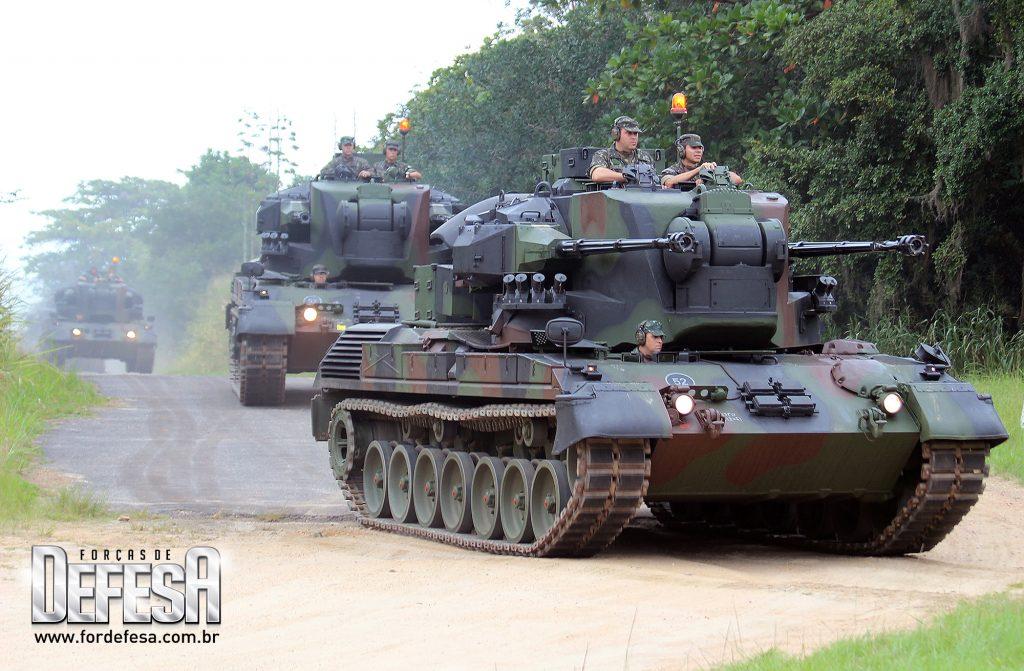 Viaturas Blindadas de Combate do novo Sistema de Defesa Antiaérea do Exército Brasileiro, o Gepard 1A2, em 2013