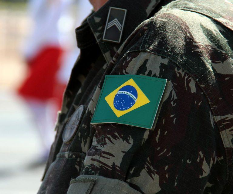 Resultado de imagem para imagens de uniformes inteligentes das forças armadas