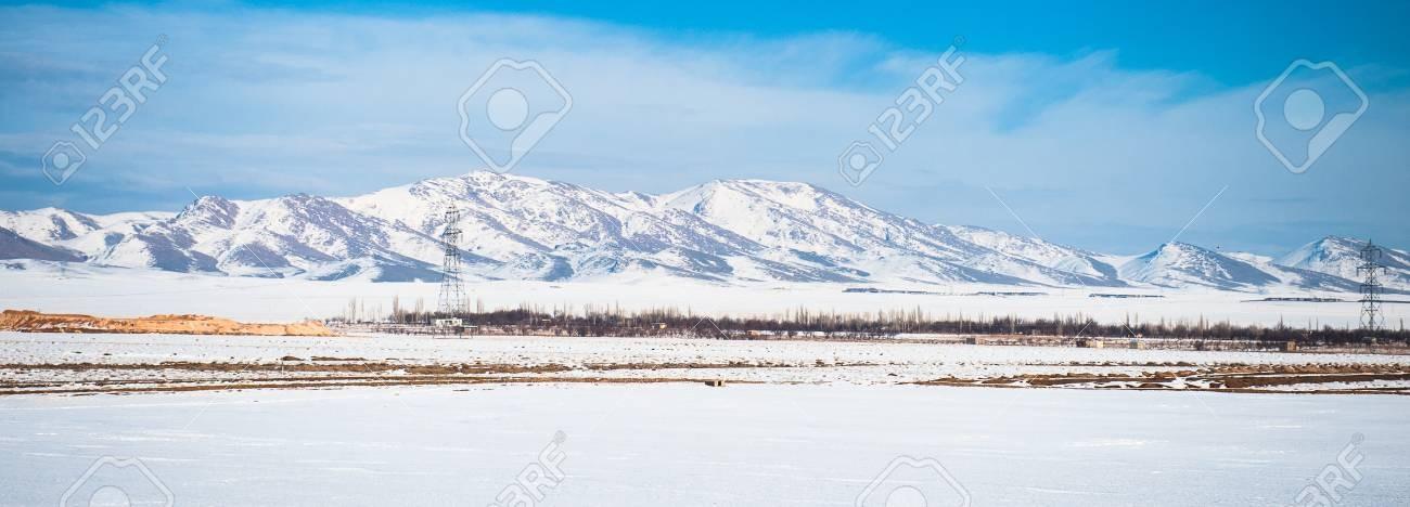 92021625-alborz-coberto-de-neve-no-inverno-uma-cordilheira-no-norte-do-irã-que-se-estende-desde-as-fronteiras-d.jpg